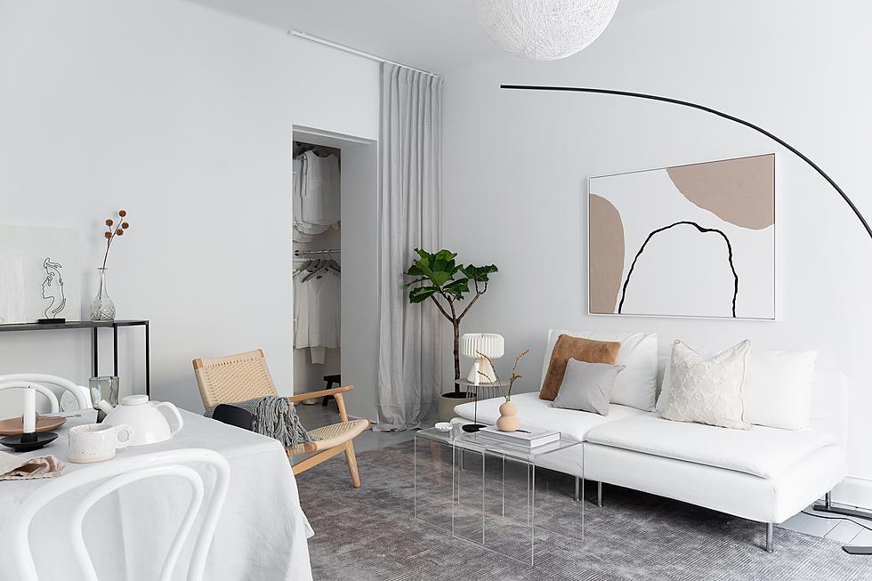 Exklusiv känsla i rummet med handmålad, minimalistisk konst